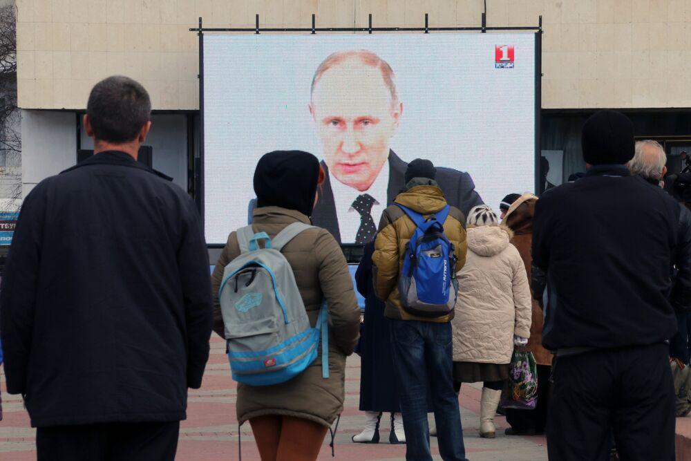 Vladimir Poutine s'exprime devant le parlement russe