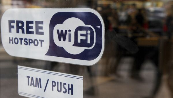 Free WI-FI sign is seen on the door of a fast food on May 7, 2010 in Prague - Sputnik France