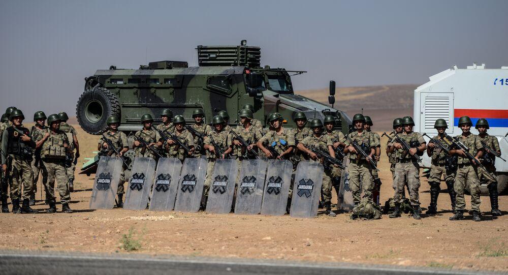 Armée turque à la frontière avec la Turquie