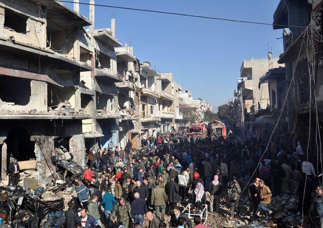 La ville de Homs après l'explosion d'un véhicule piégé le 12 décembre 2015