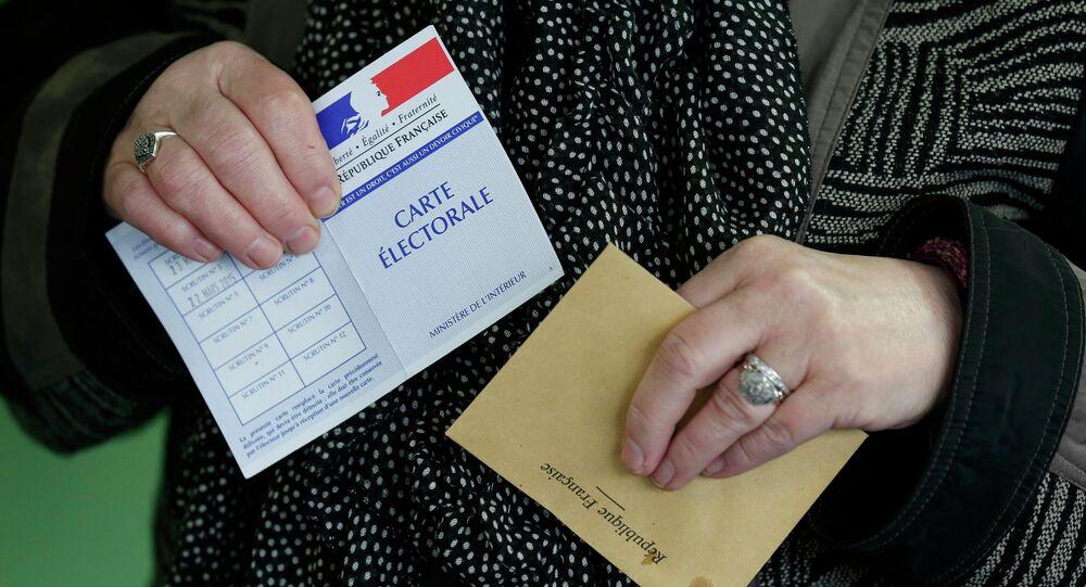 Second tour des régionales: la France retient son souffle