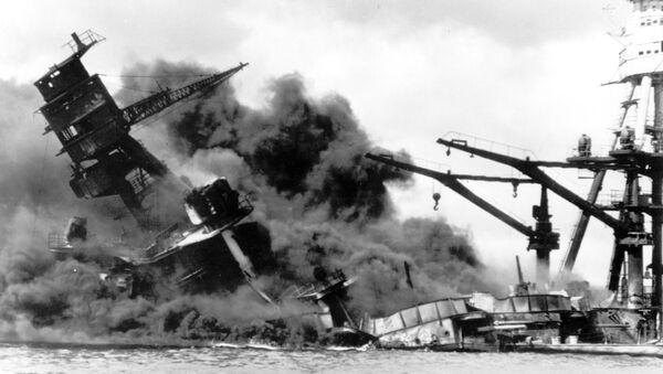 L'USS Arizona attaqué par l'aviation japonaise à Pearl Harbor, le 7 décembre 1941 (archive photo) - Sputnik France
