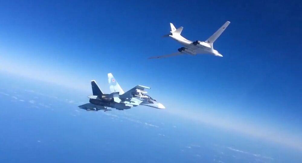 Un Su-30 et un bombardier Tu-160