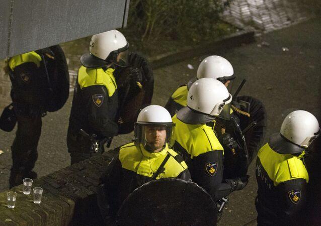 Aux Pays-Bas, la police intervient pour disperser une manifestation anti-migrants