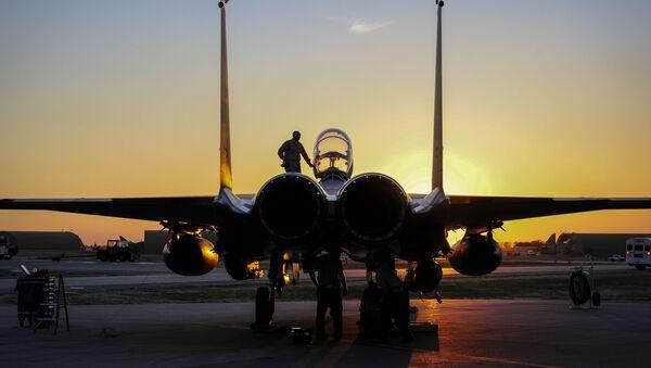 U.S. Air Force F-15E Strike Eagle sits after shortly landing Nov. 12, 2015, at Incirlik Air Base, Turkey - Sputnik France
