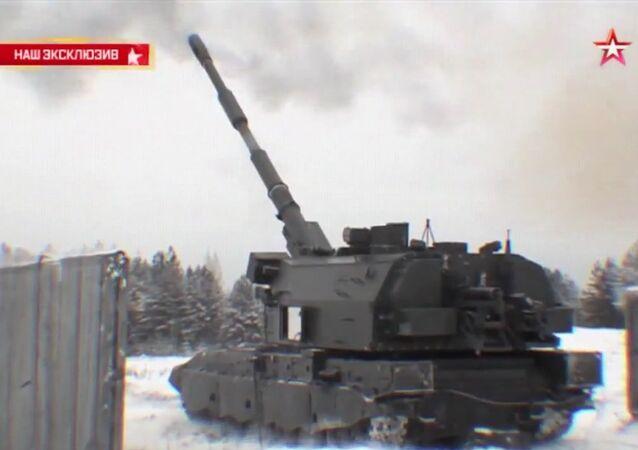 Le 2S35 Koalitsiya-SV a tiré sur une cible