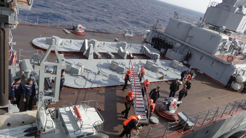 Journalistes étrangers à bord du croiseur russe Moskva