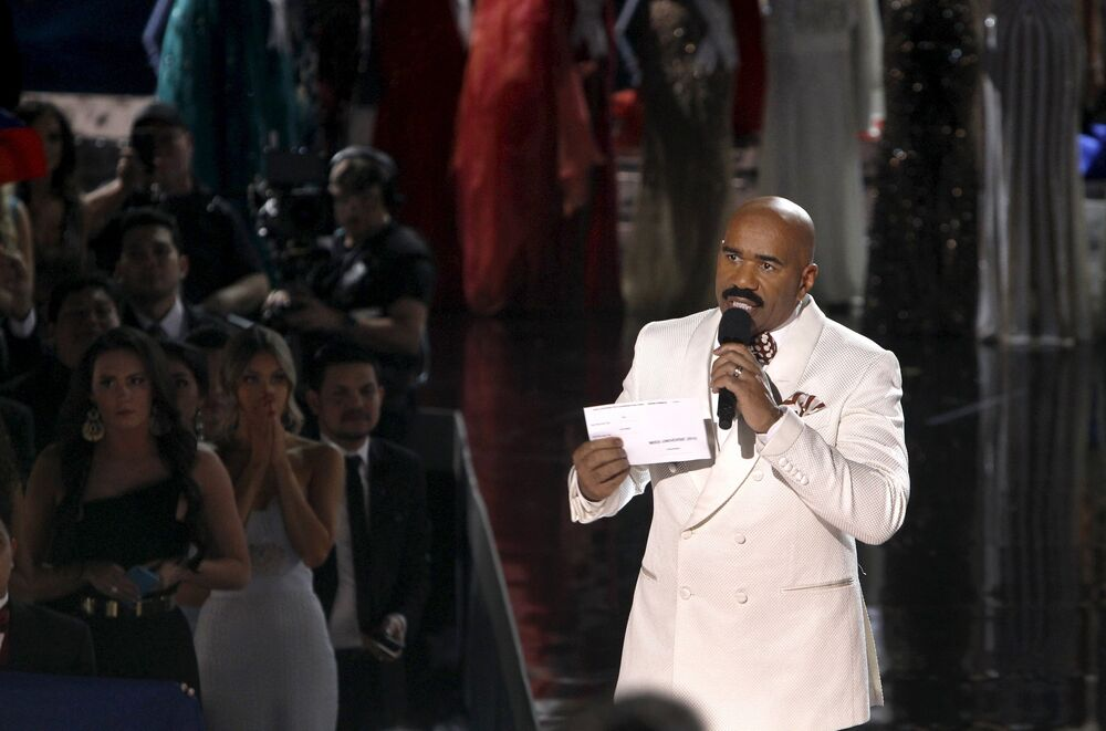 Host Steve Harvey holds the card with the names of Miss Colombia Ariadna Gutierrez and Miss Philippines Pia Alonzo Wurtzbach during the 2015 Miss Universe Pageant in Las Vegas, Nevada December 20, 2015
