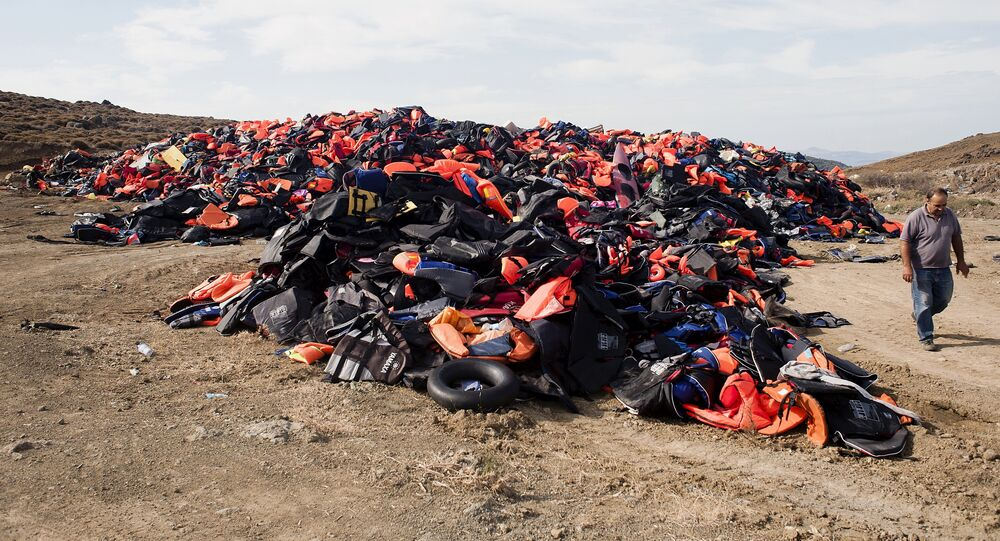 Cimetière des bouées, des gilets de sauvetages et des bateaux gonflables échoués sur l'île grecque de Lesbos