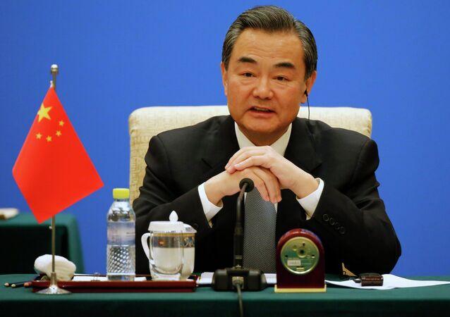Un ministre chinois critique une journaliste qui l'interroge sur les droits de l'homme