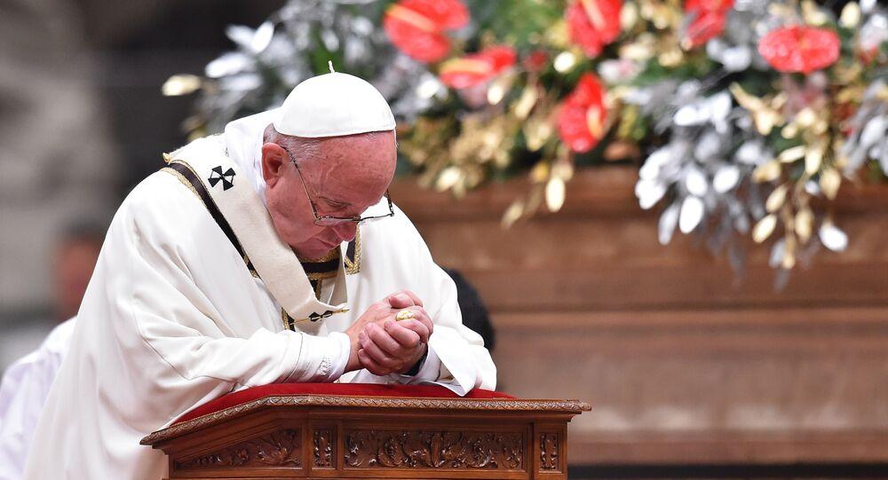 le pape François dans une basilique Saint-Pierre, Noël