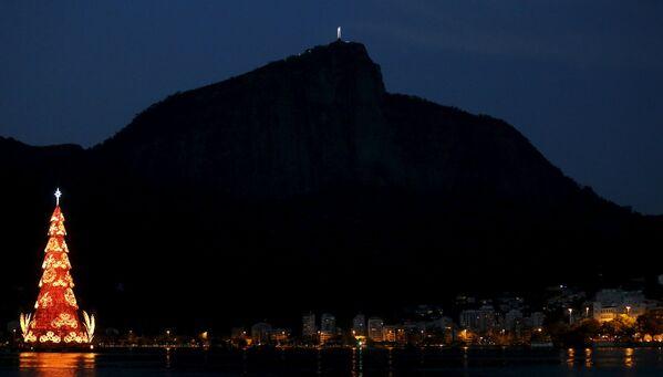 Le sapin de Noël dans le lac Rodrigo de Freitas à Rio de Janeiro, Brésil - Sputnik France