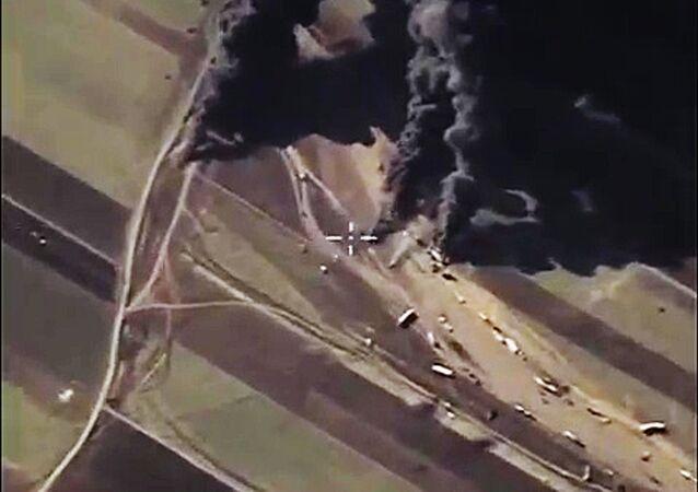 Les forces aérospatiales russes détruisent les sites d'extraction et de traitement de pétrole de Daech en Syrie