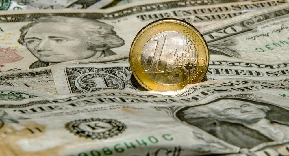 Dollars et un euro, image d'illustration