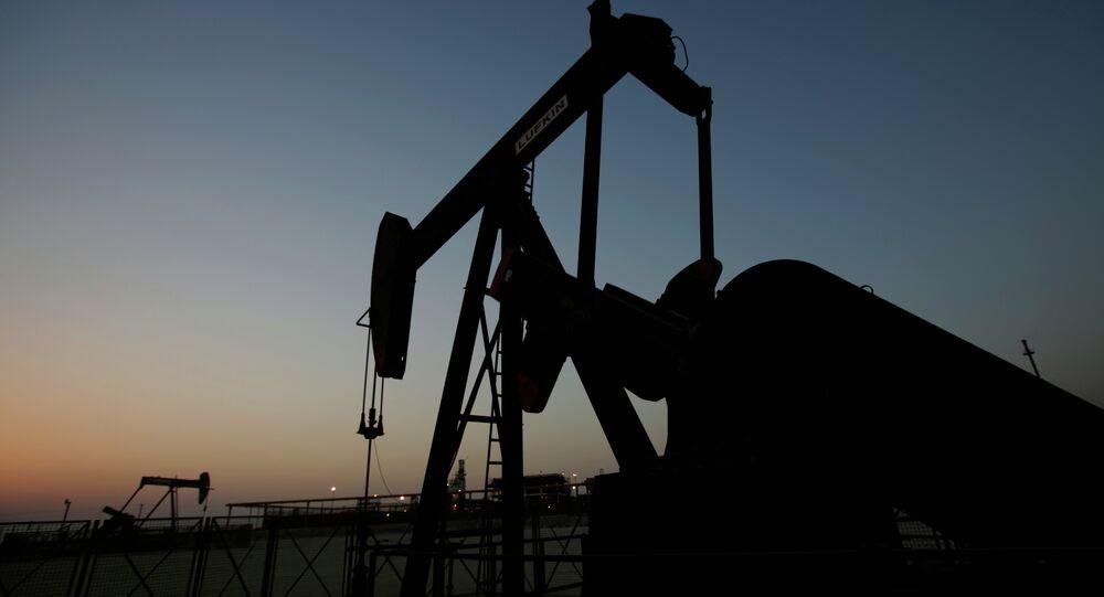 Le pétrole tombe à son minimum de 11 ans