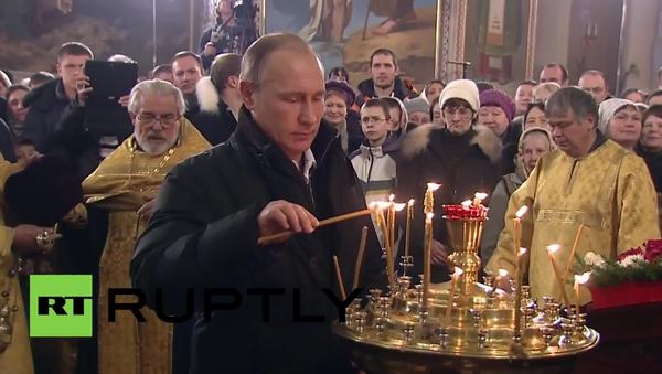 Russia: Putin attends Orthodox Christmas Mass in Tver Oblast - Sputnik France