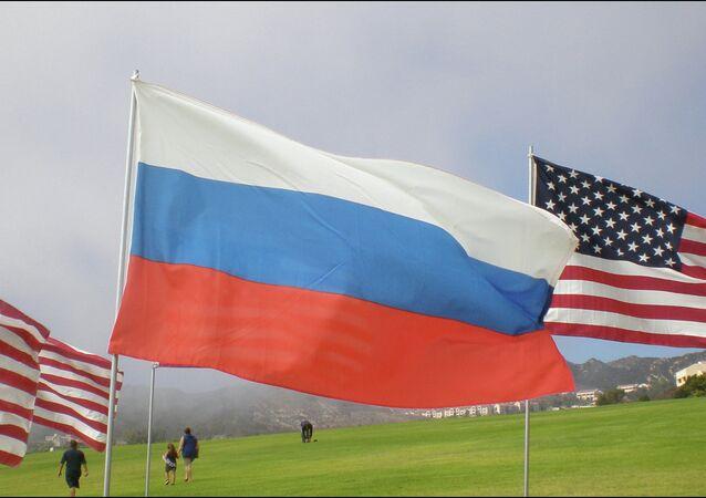 Drapeaux russe et américain
