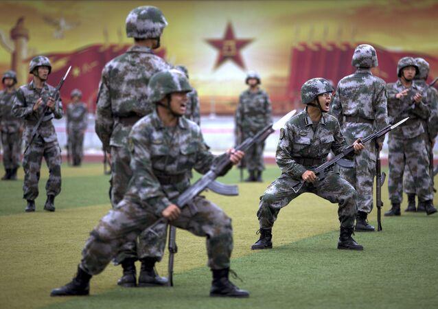 Elèves officiers de l'Armée populaire de libération chinoise, le 22 juillet 2014