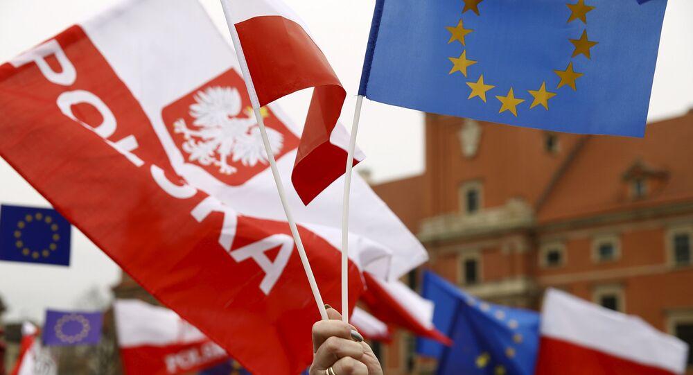 Drapeaux de la Pologne et de l'UE