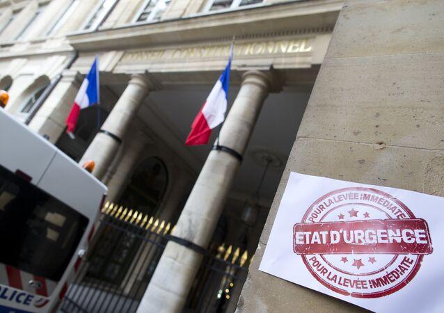 L'état d'urgence en France, un risque pour la démocratie?