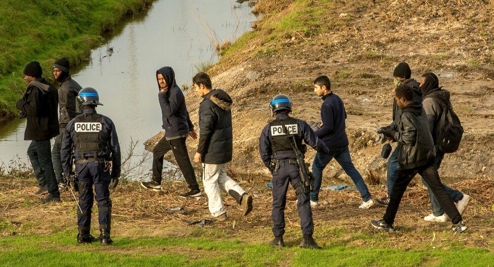 Eurotunnel inonde ses terrains pour éviter l'intrusion de migrants