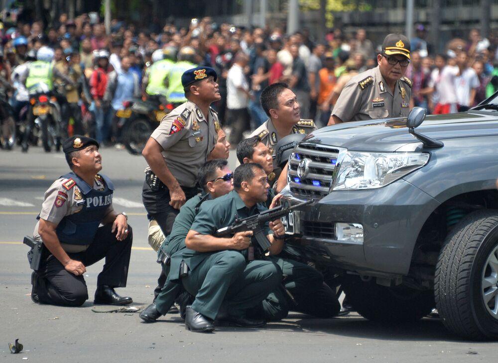 Sur les lieux de l'explosion dans le centre de Jakarta