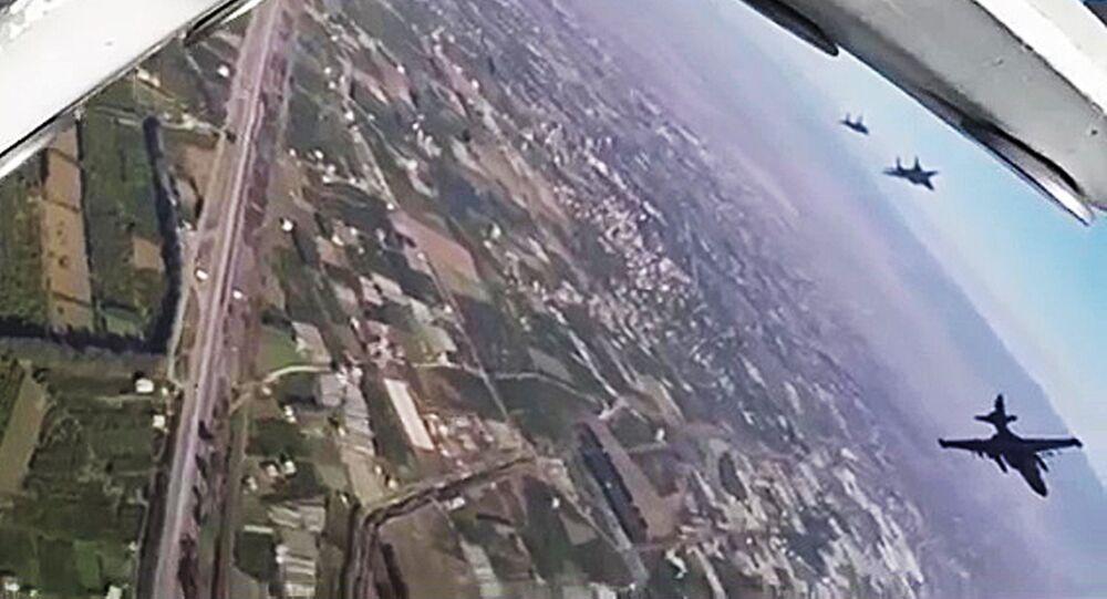 Des avions syriens escortent l'aviation russe pour une sortie