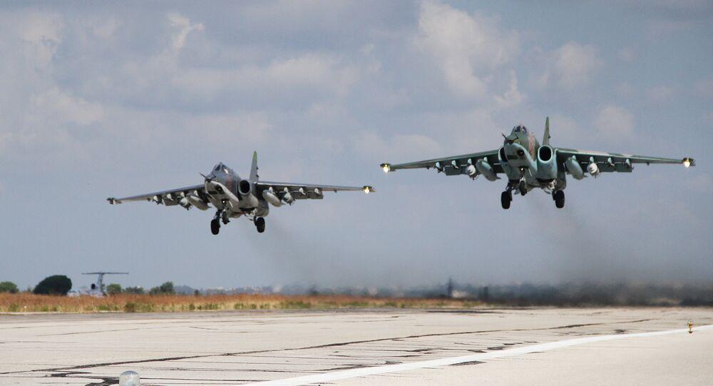 Deux avions d'assaut Su-25 russes éliminent des terroristes en Syrie (Vidéo)