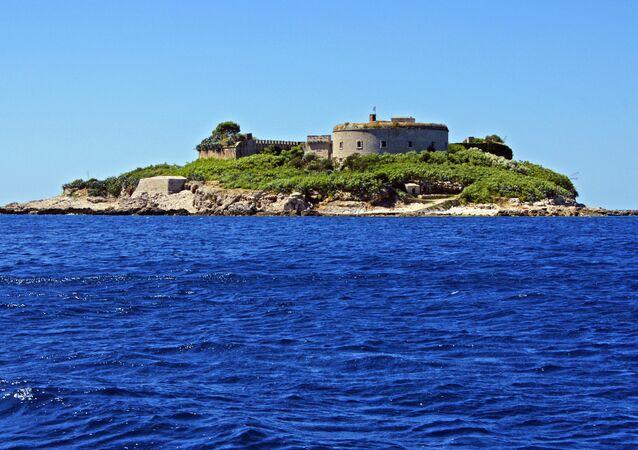 Un camp de concentration sur une île monténégrine transformé en station balnéaire