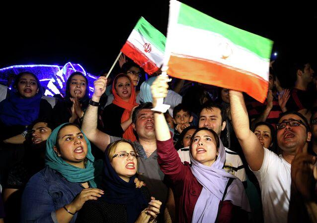 Des Iraniens célébrant la signature de l'accord sur le programme nucléaire de Téhéran, le 14 juilllet 2015