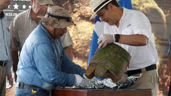 Un groupe d'archéologues a entamé des fouilles sur l'emplacement d'une ville ancienne découverte dans la jungle du Honduras - Sputnik France