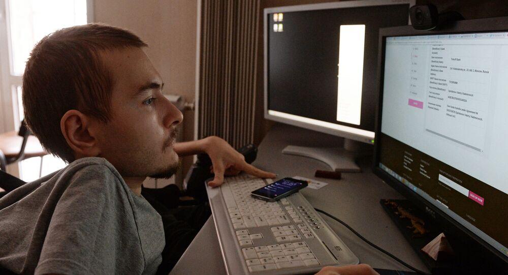 Le programmeur russe Valeri Spiridonov, qui souffre d'une amyotrophie spinale