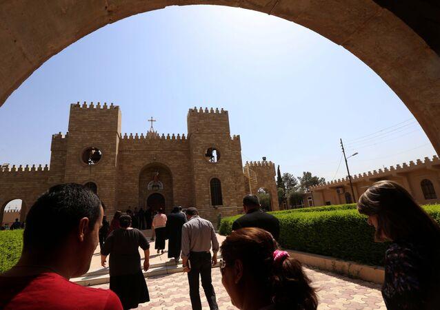 Les chrétiens irakiens vont à l'église Saint-Joseph à Arbil, la capitale de la région autonome kurde, le 6 Août, 2015