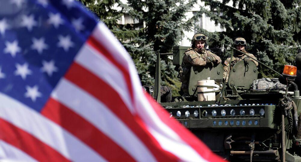 Un convoi militaire américain arrive à Prague