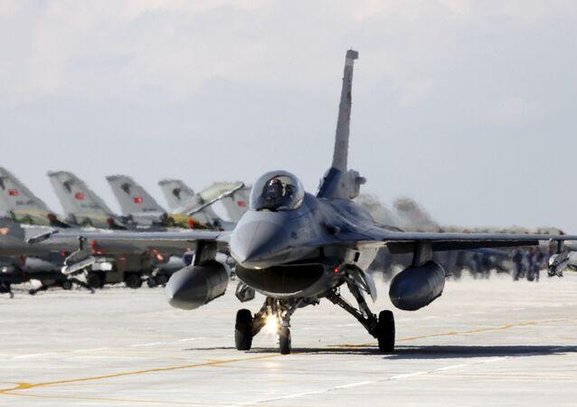 Les forces aérospatiales turques passent au niveau d'alerte orange