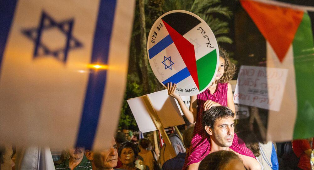 Des jeunes réclament l'ouverture des négociations de paix israélo-palestiniennes. Archive photo