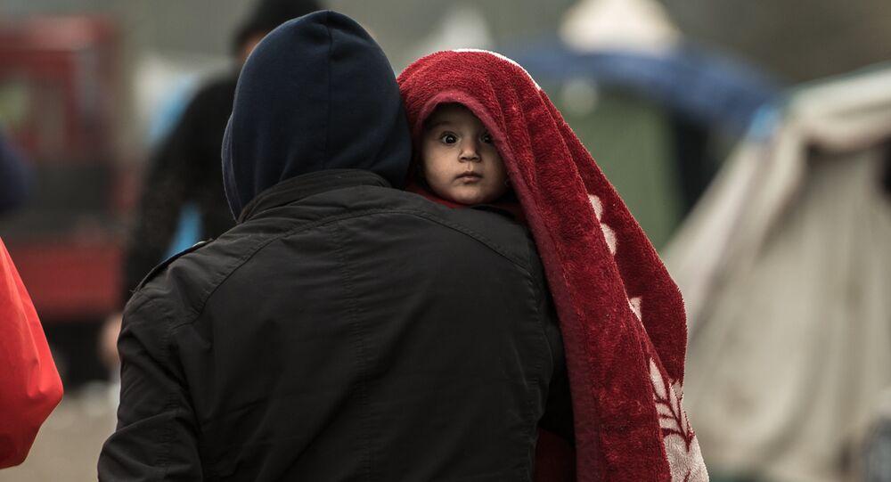 Migrants dans un camp.