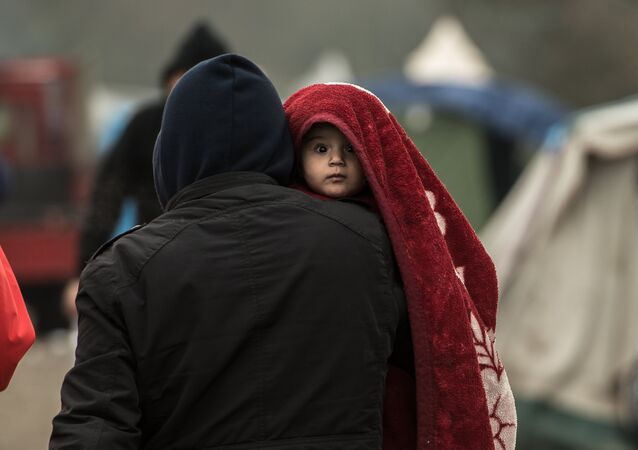 Migrants dans un camp.