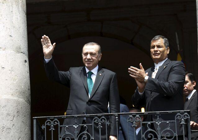 Le président turc Recep Tayyip Erdogan et son homologue équatorien Rafael Correa