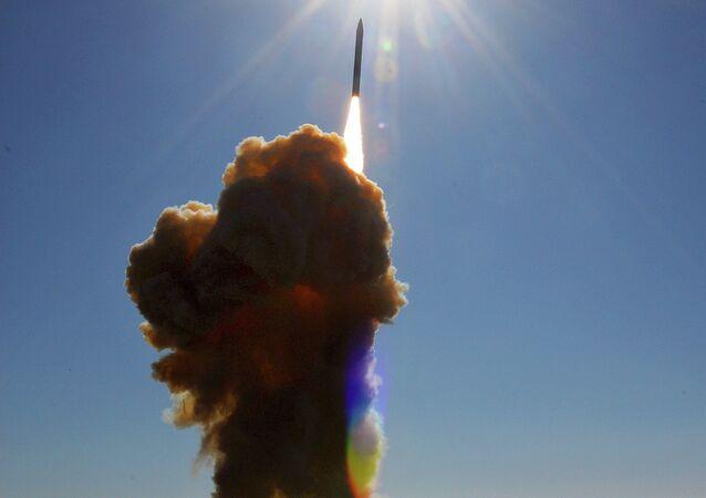 Un missile intercepteur lancé depuis la  Vandenberg Air Force Base