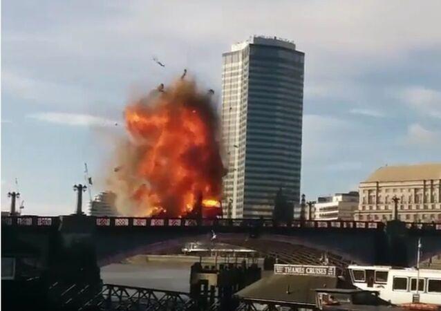 L'explosion d'un bus à impérial à Londres