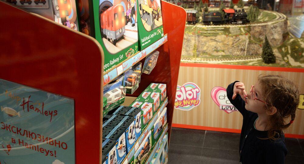 Inauguration du plus grand magasin de jouets de Moscou, Detski Mir.