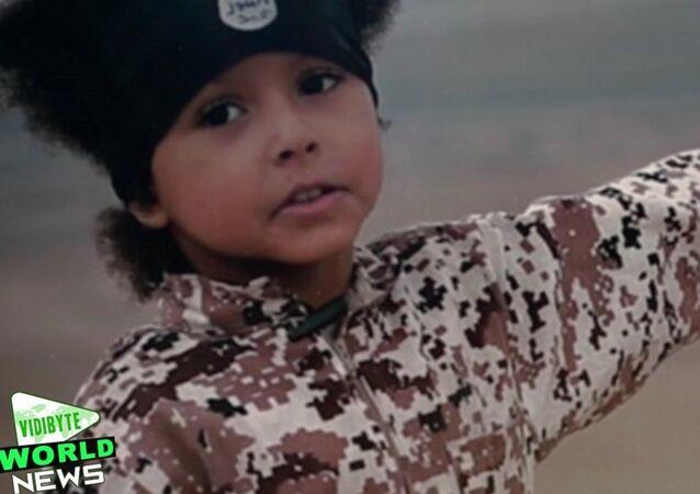 Jihadi Junior: Daech transforme un garçon de quatre ans en machine à tuer