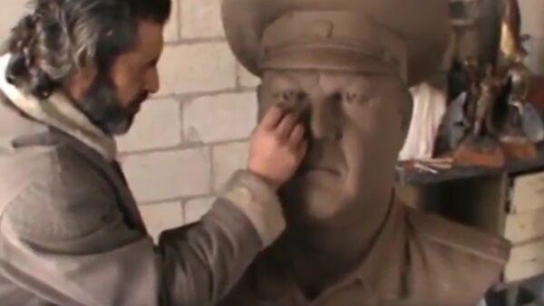 Сирийский скульптор подарил России памятник погибшему пилоту Су-24 - Sputnik France