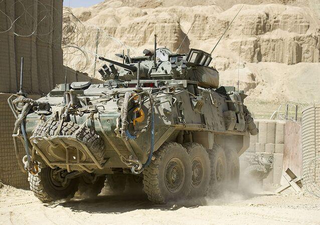 Un véhicule blindé General Dynamics LAV III en Afghanistan