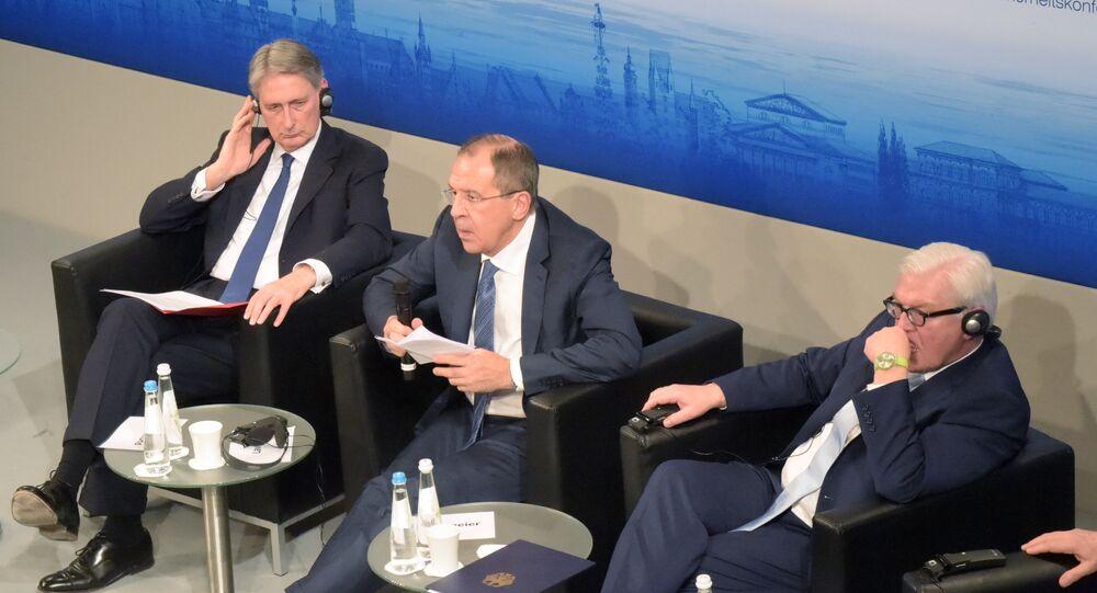 Philip Hammond, Sergueï Lavrov et Frank-Walter Steinmeier