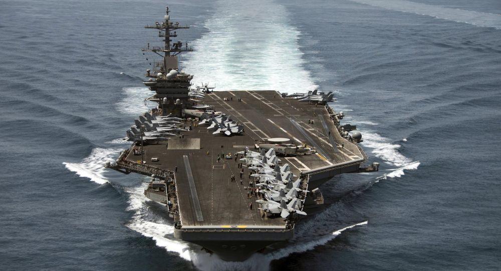 Le porte-avions USS Theodore Roosevelt (CVN 71)