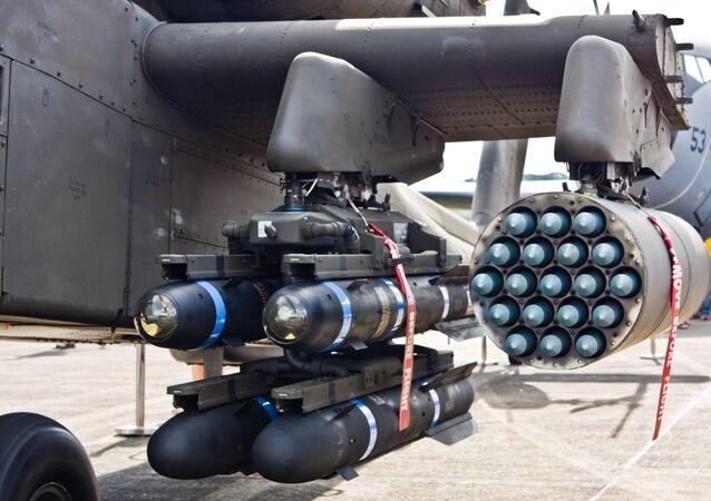 Les missiles antichar AGM-114 Hellfire et roquettes Hydra de 70mm