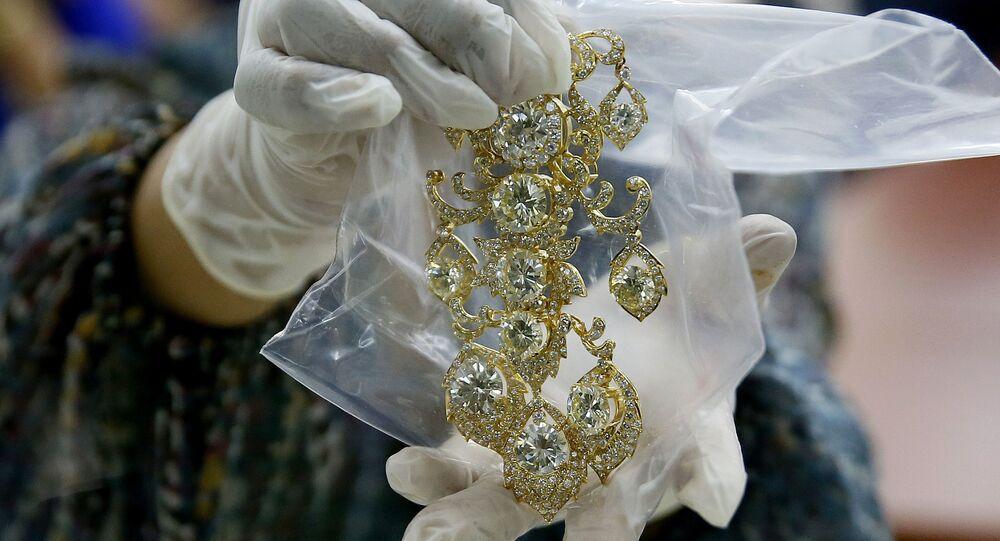 Les bijoux de la famille Marcos