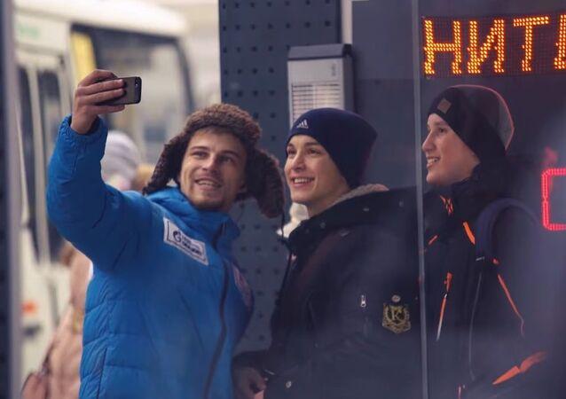 Une station de bus offre de la chaleur à tous ceux qui sourient